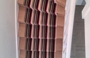 Sols service - Orléans - Pose tendue sur thibaude de tapis d'escalier contemporain